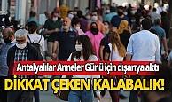 Antalya'da mağazalar önünde Anneler Günü kuyruğu