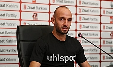 Milli futbolcu Efecan Karaca koronavirüse yakalandı