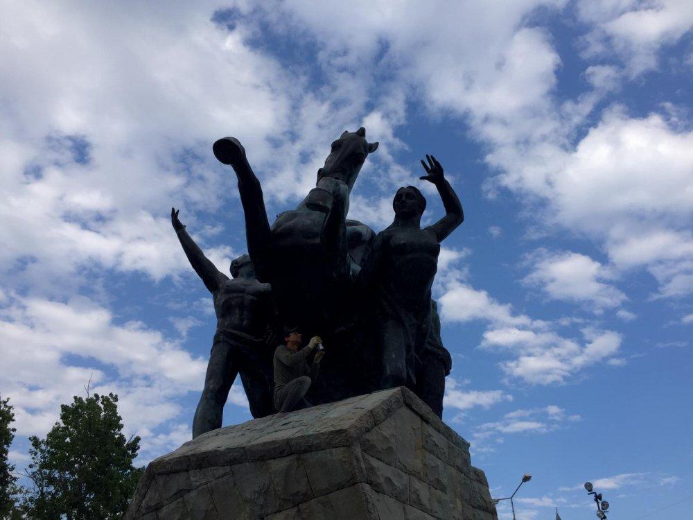 MYGazete.com'un yayınladığı haber sonrası Atatürk Anıtı bakıma alındı