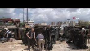 Antalya'da araçların üstüne yıldırım düştü!
