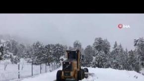 Antalya'da yoğun kar, yaşlı adamı evinde mahsur bıraktı