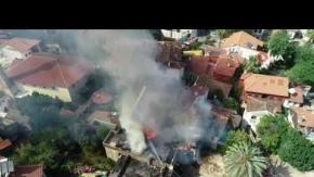Antalya Kaleiçi'ndeki tarihi kerpiç bina alev alev yandı