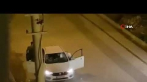 Antalya'da bir kişi otomobil içerisindeki tartıştığı kadının yüzüne tekme attı