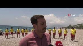 Antalya'da denizdeki 'sosyal mesafeyi' cankurtaranlar sağlıyor