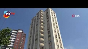 Cam silerken 11. kattan düştü