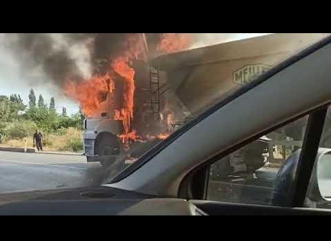 Antalya'da hareket halindeki kamyon alev alev yandı