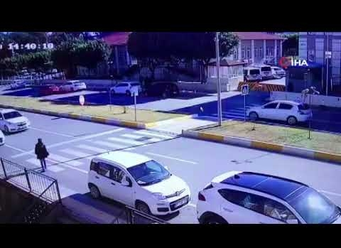 Antalya'da yaya geçidinde inanılmaz kaza!