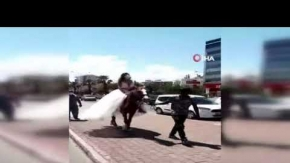 Gelin ve damadın tercihi lüks araç yerin atlar oldu