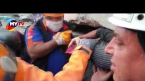 İzmir#039;de enkaz altında kalan Hülya Özmet kurtarıldı