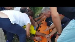 Kemer'de motosikletin hakimiyetini kaybederek refüje girdi
