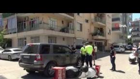 Otomobille motosikletli kurye çarpıştı