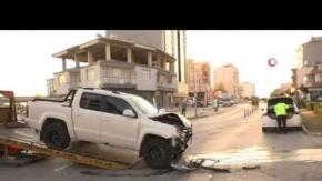 Serik#039;te ambulans ve ticari araç çarpıştı!