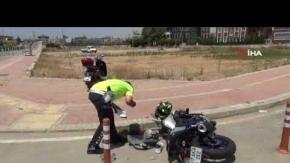 Ticari araba motosiklete çarptı