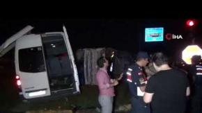Tur minibüsü kamyona çarptı: Yaralılar var!