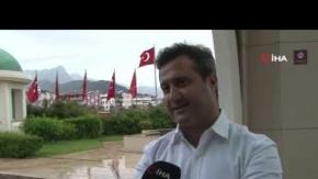 Yabancı turist gelmeyince oteldeki bütün direklere Türk bayrağı çekildi