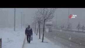 Yurtta kar esareti, Antalya'da deniz keyfi!