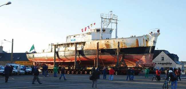 Kaptan Cousteau'nun gemisi yandı