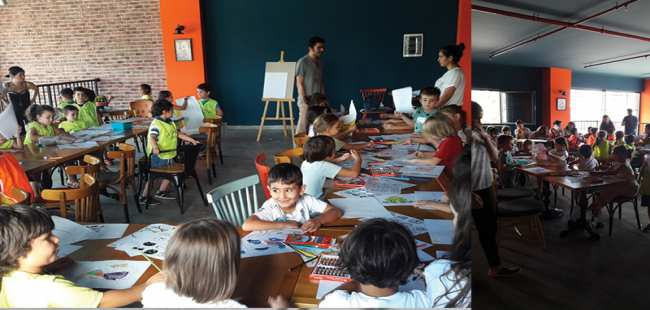 Çocuklara özel karikatür günü etkinliği