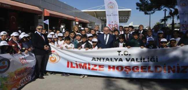 Bitlis'ten 196 öğrenci Antalya'ya geldi