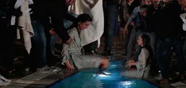 Gökçe Bahadır havuza düştü