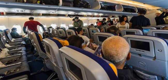 Uçakta yumruk yumruğa