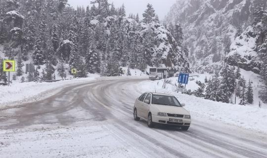 Akseki'de kar yağışı