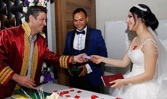 Antalya'da 420 çift nikah masasına oturdu
