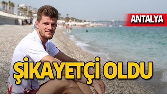 Antalya'da işitme engelli milli sporcuya şezlong ayıbı!
