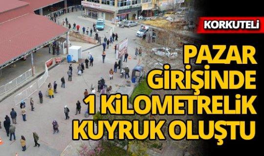 Antalya'da semt pazarında 1 kilometrelik kuyruk
