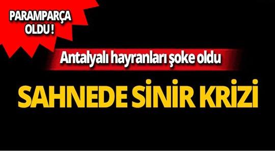Antalya'da ünlü şarkıcı sahnede sinir krizi geçirdi!