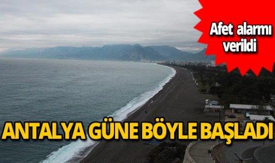'Kırmızı' uyarı verilen Antalya güne böyle başladı