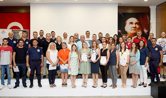 Antalya OSB'de ilk mezunlar sertifikalarını aldı
