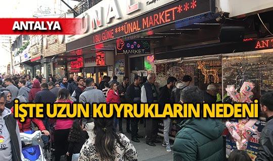 Antalya'da uzun kuyruklar oluşturuldu