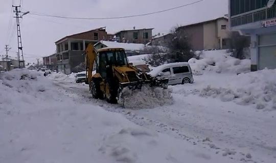 Çelikhan'da kar yağışı devam ediyor