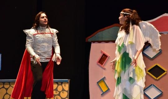 """Çocuklar """"Trafikteyim"""" adlı tiyatro oyunu ile hem öğrendi hem eğlendi"""