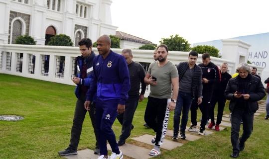 Cuma Namazı çıkışı Fenerbahçeli futbolculara yoğun ilgi