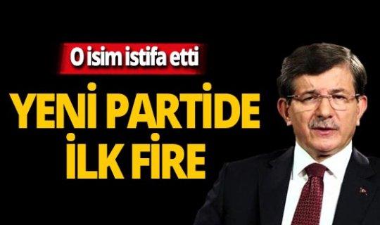 Davutoğlu'nun partisinde ilk fire