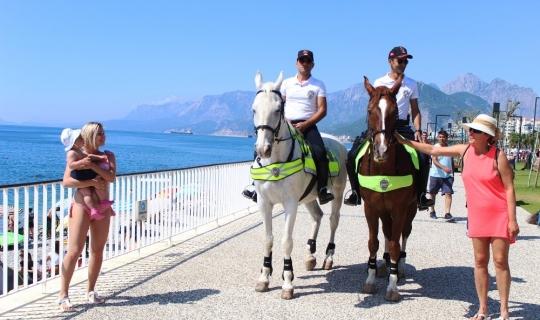 Dünyaca ünlü sahilde güvenlik atlı polislere emanet