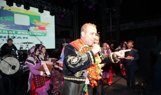 Haluk Levent, Kumluca'da domates kralı oldu