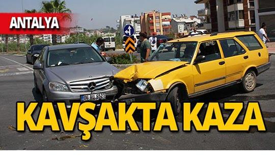 Kavşakta feci kaza: 4 yaralı!