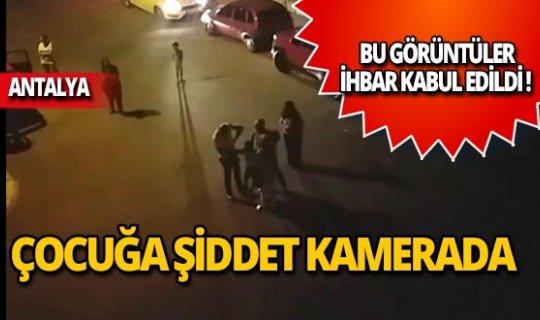 Küçük çocuğu sokak ortasında dövdü!