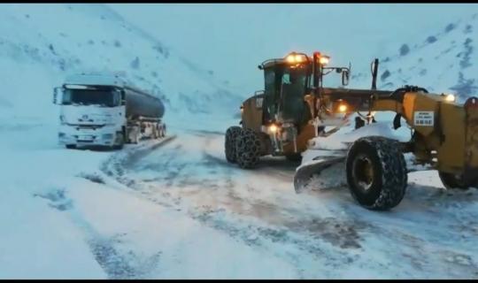 Özel İdare ekiplerinden Kızıldağ'daki karla mücadele çalışmalarına destek