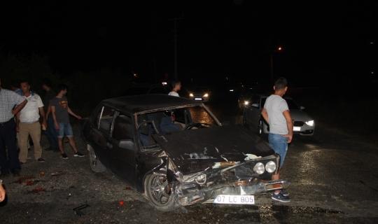 Park halindeki otomobile arkadan çarptı: 2 yaralı