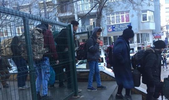 Polisin şüphesi göçmenleri yakalattı