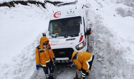 Sincik ilçesinde sağlık ekipleri kar kış dinlemiyor
