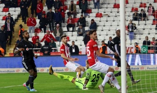 Spor Toto Süper Lig: Antalyaspor: 0 - Beşiktaş: 3 (İlk yarı)