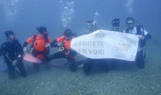 Su altında en anlamlı mesaj!