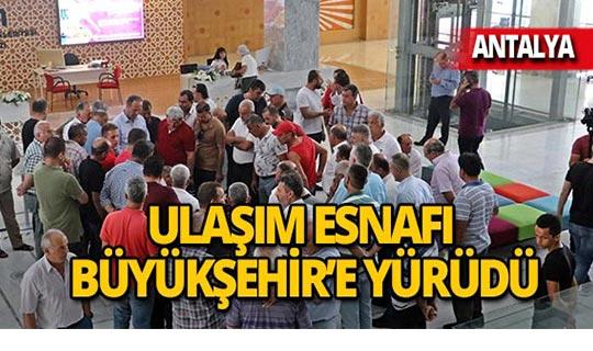 Ulaşım esnafı Antalya Büyükşehir Belediyesi'ne yürüdü