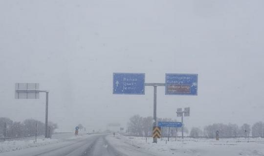 Uşak'ta yoğun kar yağışı etkili oldu