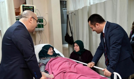 Vali Şentürk'ten hastalara moral ziyareti